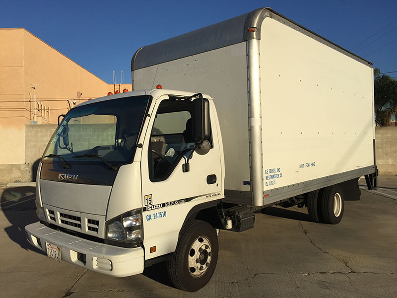 2005 5.2L Isuzu NRP HD Box Truck (1)