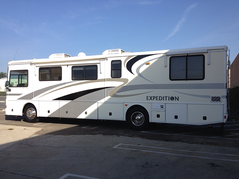 2001 Expedition Freightliner Cummins Motorhome (1)